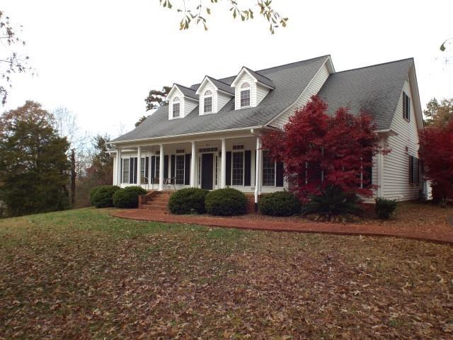 305 Valley View Drive, Seneca, SC 29672 (MLS #20213406) :: The Powell Group