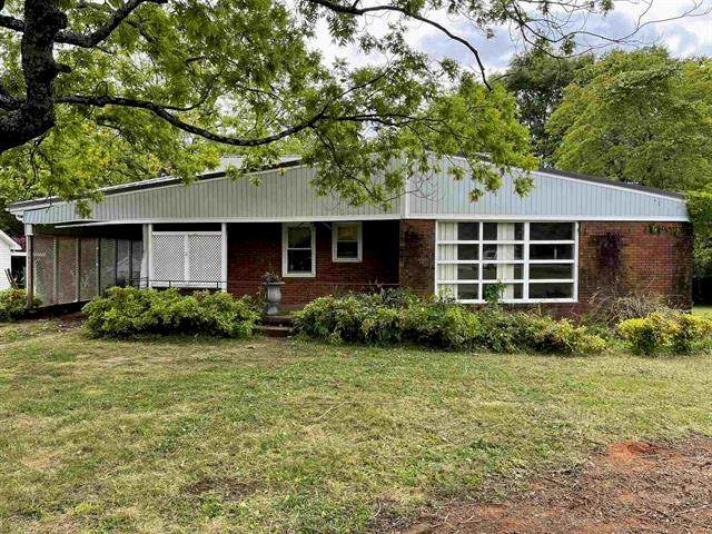214 Pelzer Highway, Easley, SC 29642 (MLS #20239253) :: Lake Life Realty