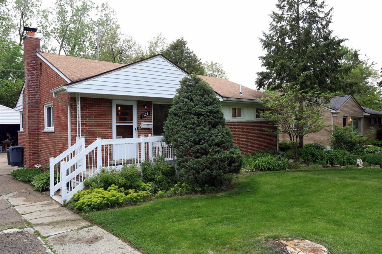 1522 N Collegewood #11, Ypsilanti, MI 48197 (MLS #3249035) :: The Toth Team