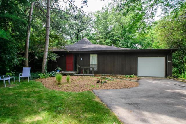 4140 Thornoaks Drive, Ann Arbor, MI 48104 (MLS #3267087) :: The Toth Team