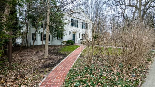 1817 Cambridge Road, Ann Arbor, MI 48104 (MLS #3271986) :: The Toth Team