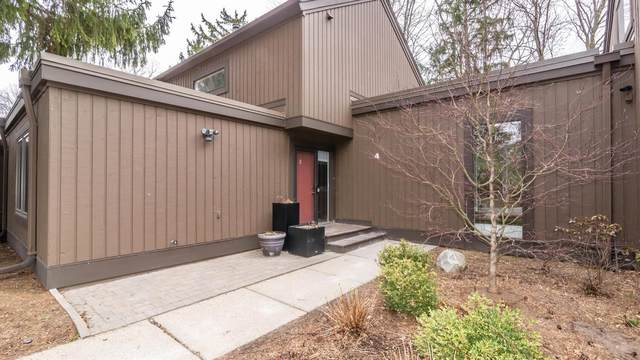 4 Westbury Court, Ann Arbor, MI 48105 (MLS #3279403) :: Berkshire Hathaway HomeServices Snyder & Company, Realtors®