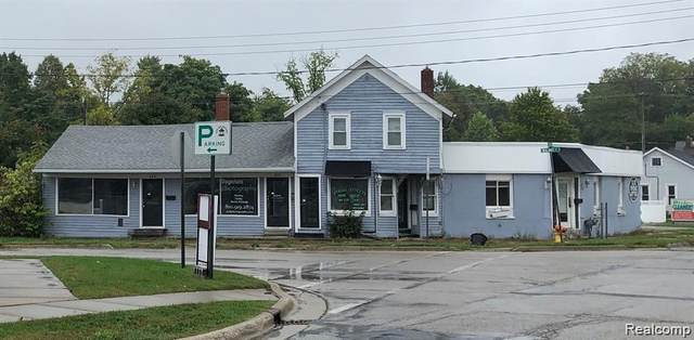 218 N Walnut Street, Fenton, MI 48430 (MLS #R2210016290) :: Berkshire Hathaway HomeServices Snyder & Company, Realtors®