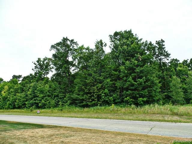 33 Forest Gate, Grand Blanc, MI 48439 (MLS #R2210022780) :: Berkshire Hathaway HomeServices Snyder & Company, Realtors®