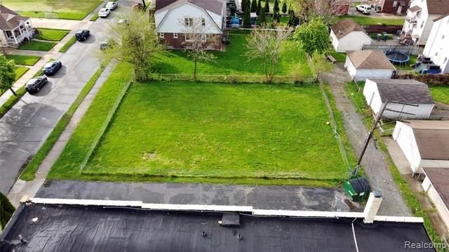 1537 Wyoming, Dearborn, MI 48120 (MLS #R2210032327) :: Berkshire Hathaway HomeServices Snyder & Company, Realtors®