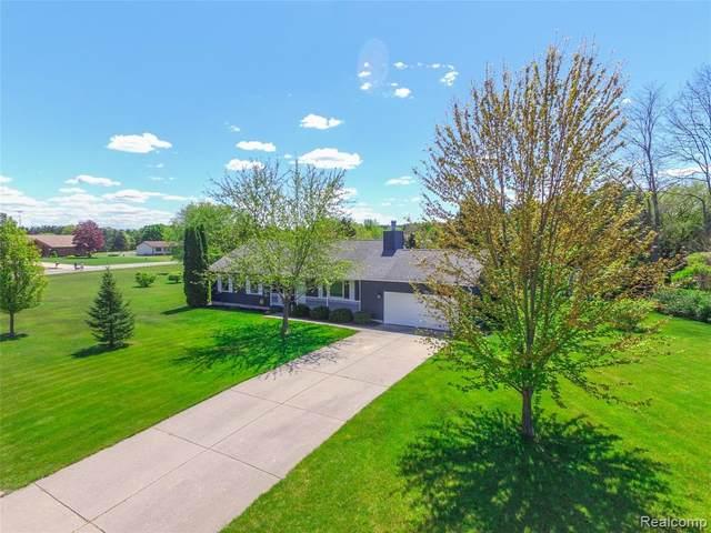 9064 Apple Orchard Drive, Fenton, MI 48430 (MLS #R2210034610) :: Berkshire Hathaway HomeServices Snyder & Company, Realtors®