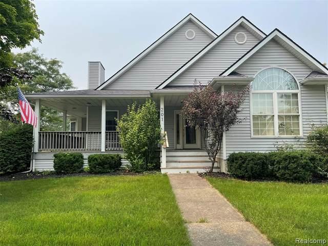 201 Willis Street, Bad Axe, MI 48413 (MLS #R2210057559) :: Berkshire Hathaway HomeServices Snyder & Company, Realtors®