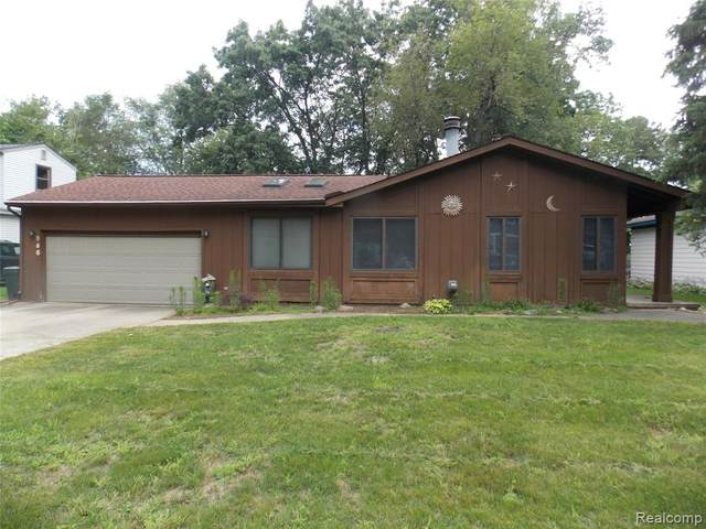 860 Alberton Street, Wolverine Lake, MI 48390 (MLS #R2210058884) :: Berkshire Hathaway HomeServices Snyder & Company, Realtors®