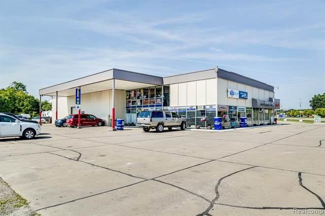 2929 Gratiot Blvd, Marysville, MI 48040 (MLS #R2210052395) :: Berkshire Hathaway HomeServices Snyder & Company, Realtors®