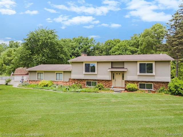 7684 Pinckney Road, Pinckney, MI 48169 (MLS #R2210060528) :: Berkshire Hathaway HomeServices Snyder & Company, Realtors®