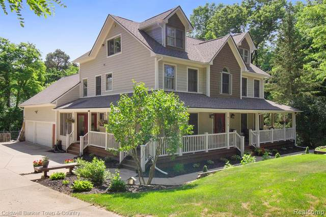 9779 Fairway Dr, Pinckney, MI 48169 (MLS #R2210060972) :: Berkshire Hathaway HomeServices Snyder & Company, Realtors®