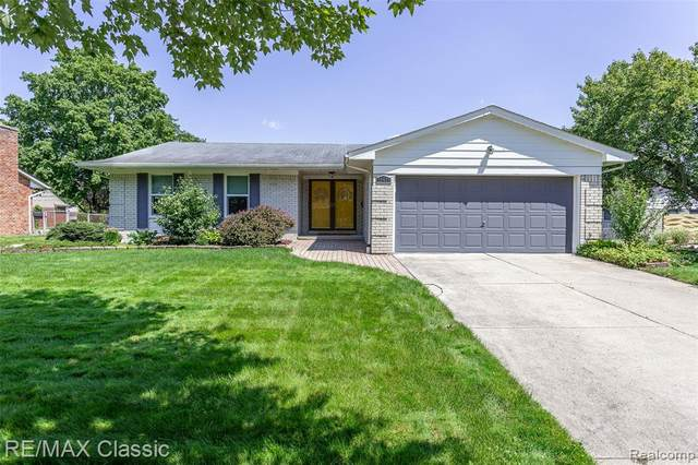 18430 Westbrook Drive, Livonia, MI 48152 (MLS #R2210060285) :: Berkshire Hathaway HomeServices Snyder & Company, Realtors®