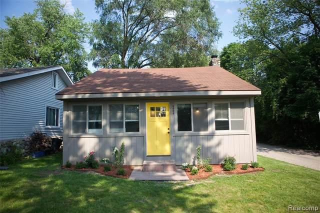 3991 Fieldview Avenue, West Bloomfield, MI 48324 (MLS #R2210062697) :: Berkshire Hathaway HomeServices Snyder & Company, Realtors®