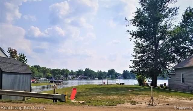 978 N Long Lake Boulevard, Lake Orion, MI 48362 (MLS #R2210064530) :: Berkshire Hathaway HomeServices Snyder & Company, Realtors®