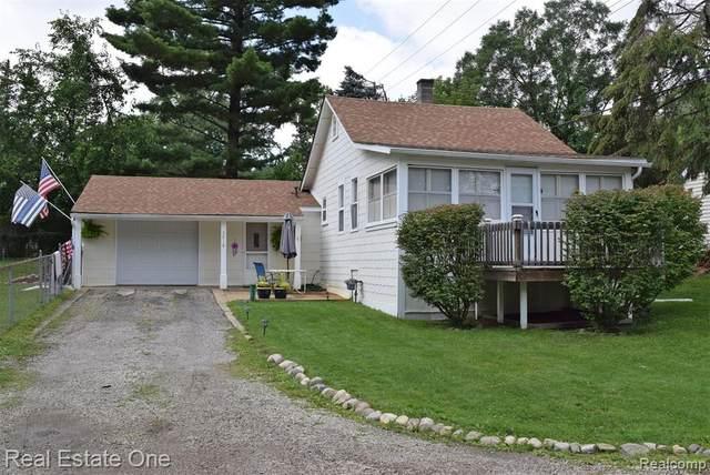 3918 Carrick Avenue, West Bloomfield, MI 48324 (MLS #R2210074610) :: Berkshire Hathaway HomeServices Snyder & Company, Realtors®