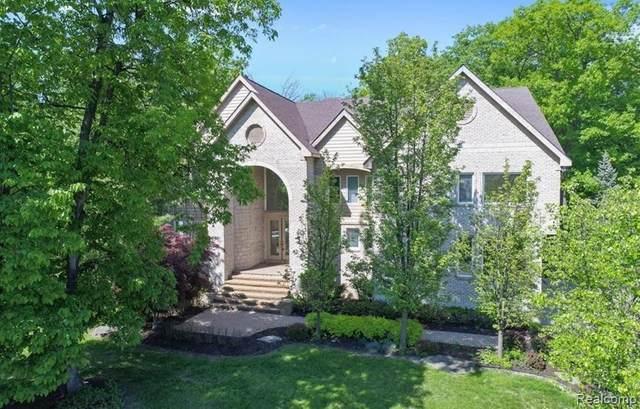 6087 Oak Trail, West Bloomfield, MI 48322 (MLS #R2210075070) :: Berkshire Hathaway HomeServices Snyder & Company, Realtors®
