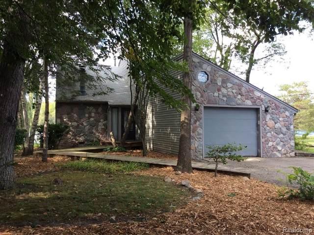 6731 Scotch Lake Drive, West Bloomfield, MI 48324 (MLS #R2210076121) :: Berkshire Hathaway HomeServices Snyder & Company, Realtors®