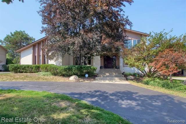4524 Strandwyck Road, West Bloomfield, MI 48322 (MLS #R2210075849) :: Berkshire Hathaway HomeServices Snyder & Company, Realtors®