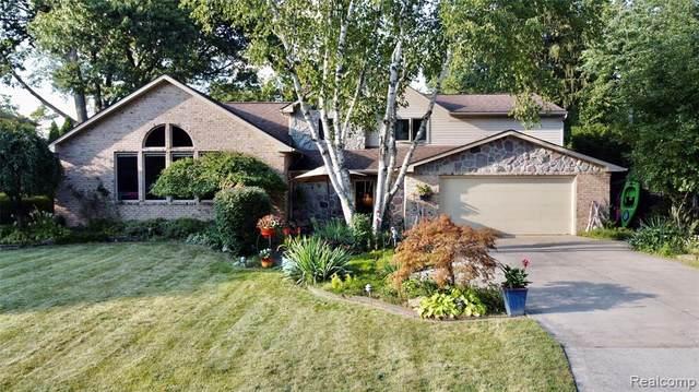 2376 Renfrew Street, Sylvan Lake, MI 48320 (MLS #R2210076784) :: Berkshire Hathaway HomeServices Snyder & Company, Realtors®
