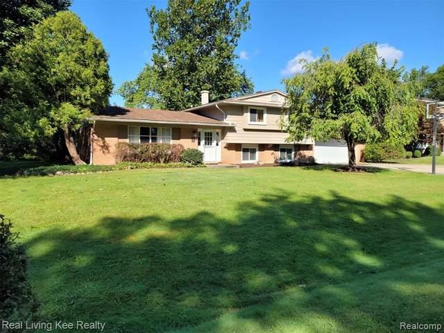 6980 Pine Eagle Lane, West Bloomfield, MI 48322 (MLS #R2210075258) :: Berkshire Hathaway HomeServices Snyder & Company, Realtors®