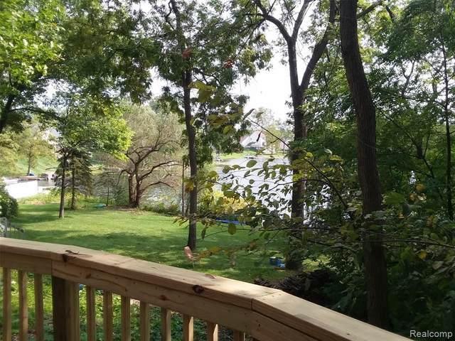 12245 Dollar Lake Drive, Fenton, MI 48430 (MLS #R2210076694) :: Berkshire Hathaway HomeServices Snyder & Company, Realtors®
