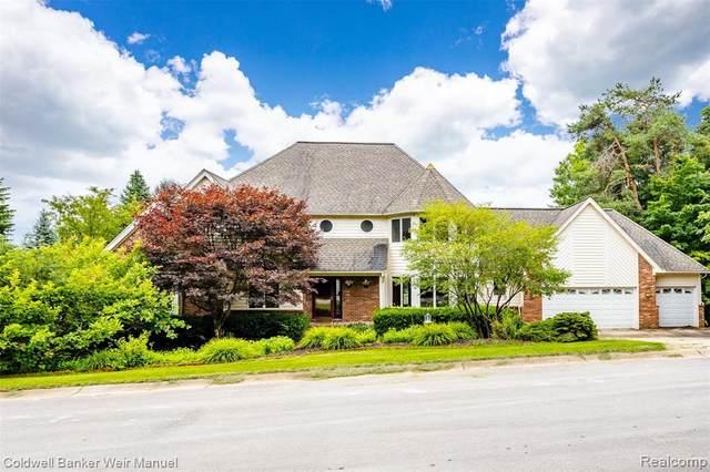 2750 Bayview Dr, Pinckney, MI 48169 (MLS #R2210077532) :: Berkshire Hathaway HomeServices Snyder & Company, Realtors®