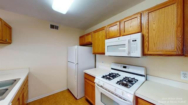 2767 S Knightsbridge Circle, Ann Arbor, MI 48105 (MLS #3284622) :: Berkshire Hathaway HomeServices Snyder & Company, Realtors®