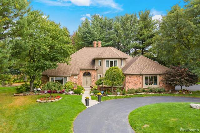 5575 Village Lane, Bloomfield Hills, MI 48301 (MLS #R2210086739) :: Berkshire Hathaway HomeServices Snyder & Company, Realtors®
