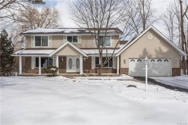 5860 Glen Eagles Dr, West Bloomfield, MI 48323 (MLS #R219013804) :: The Toth Team