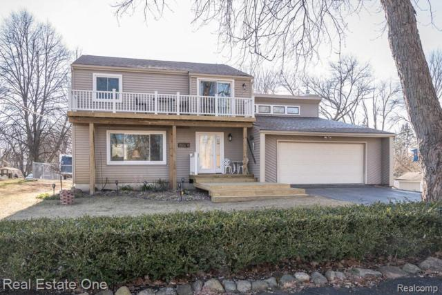 3575 Lakeview Drive, Highland, MI 48356 (MLS #R219035057) :: The Toth Team