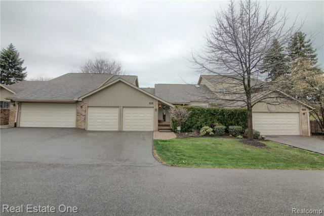 4015 Foxpointe Dr, West Bloomfield, MI 48323 (MLS #R219038040) :: The Toth Team