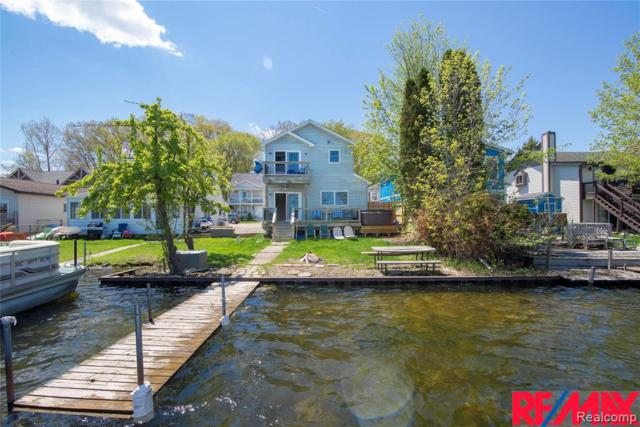 8873 Lagoon Dr, Brighton, MI 48116 (MLS #R219043416) :: The Toth Team