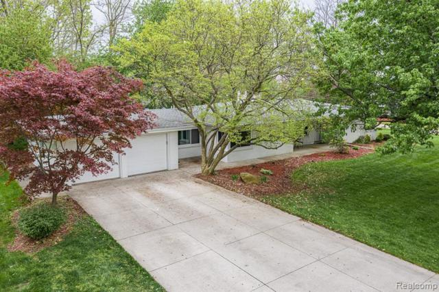 219 Barrington Rd, Bloomfield Hills, MI 48302 (MLS #R219043992) :: The Toth Team