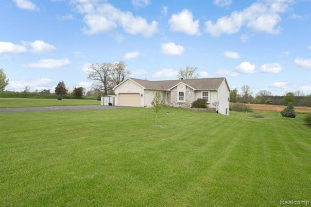 4250 Emily Crt, Howell, MI 48843 (MLS #R219046070) :: The Toth Team