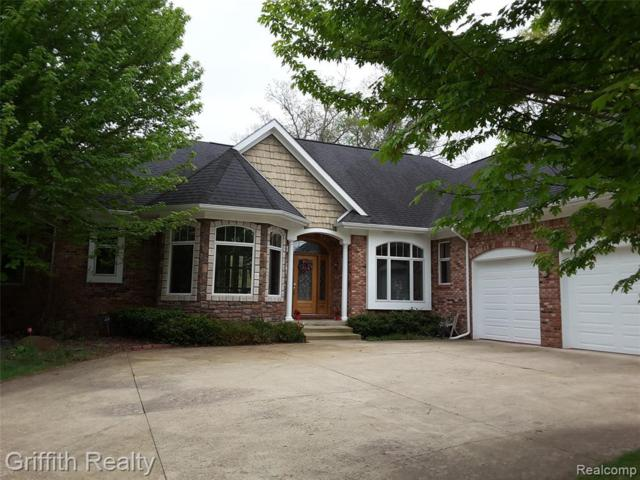 8462 Islandview Crt, Brighton, MI 48114 (MLS #R219046445) :: The Toth Team