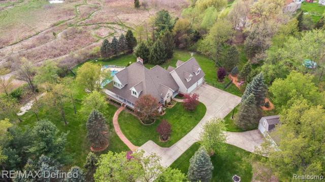 10861 Bayshore Pnt, Brighton, MI 48114 (MLS #R219046501) :: The Toth Team