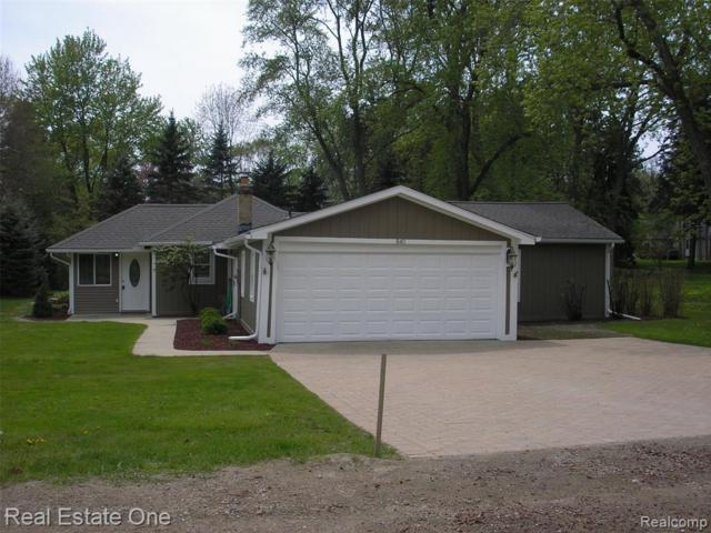 840 Gallaland, Rochester, MI 48307 (MLS #R219046552) :: The Toth Team