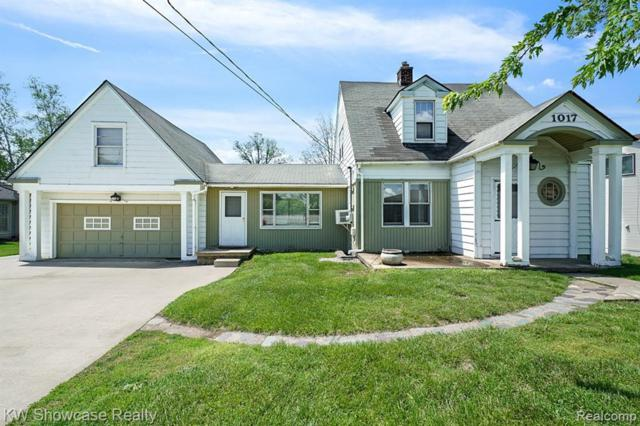 1017 Otter Ave, Waterford, MI 48328 (MLS #R219049400) :: Berkshire Hathaway HomeServices Snyder & Company, Realtors®