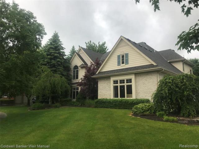 4888 Knollwood Crt, Clarkston, MI 48348 (MLS #R219057573) :: Berkshire Hathaway HomeServices Snyder & Company, Realtors®