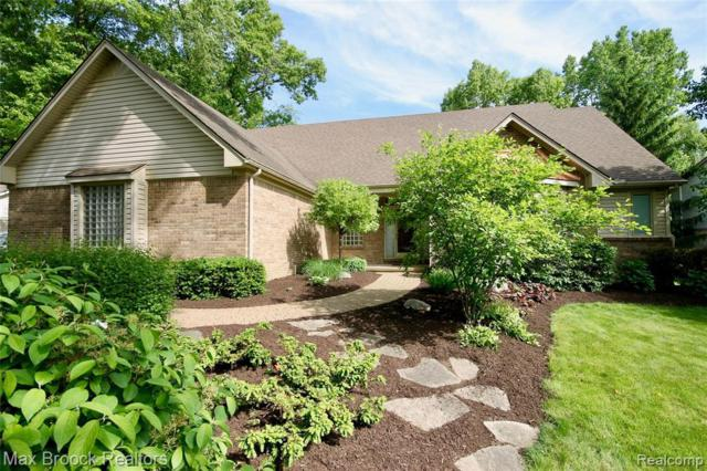 3180 Park Forest Dr, West Bloomfield, MI 48324 (MLS #R219058197) :: The Toth Team