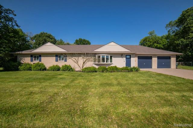 1843 Oakview Dr, Canton, MI 48187 (MLS #R219058980) :: The Toth Team