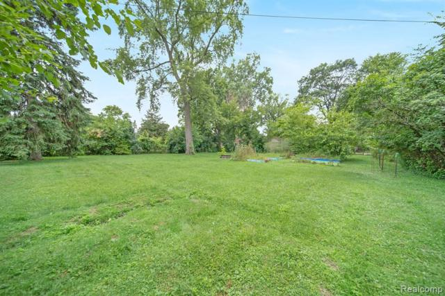 21806 Waldron St, Farmington Hills, MI 48336 (MLS #R219070611) :: Berkshire Hathaway HomeServices Snyder & Company, Realtors®