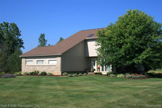 2038 Cumberland Dr, Brighton, MI 48114 (MLS #R219071497) :: The Toth Team