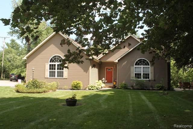11762 Maxfield Blvd, Hartland, MI 48353 (MLS #R219080347) :: Berkshire Hathaway HomeServices Snyder & Company, Realtors®
