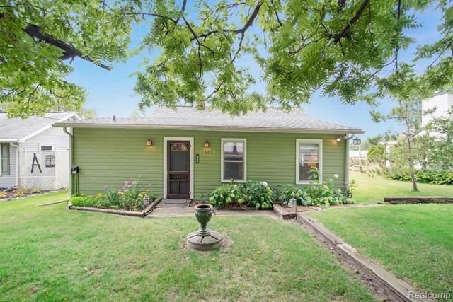 1605 Shoreline Dr, Hartland, MI 48353 (MLS #R219083982) :: Berkshire Hathaway HomeServices Snyder & Company, Realtors®