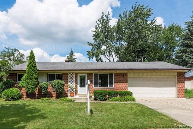 305 River Oaks, Plymouth, MI 48170 (MLS #R219085890) :: The Toth Team