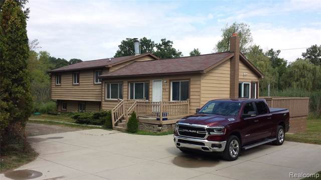 245 Indian Lake Rd, Oxford, MI 48371 (MLS #R219086343) :: The Toth Team