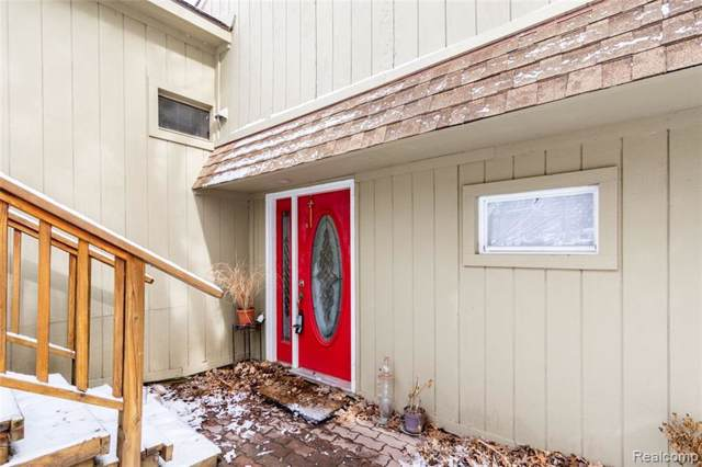 7132 Colony Dr, West Bloomfield, MI 48323 (MLS #R219087018) :: The Toth Team