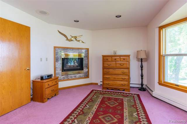 8752 Lakeshore Rd, Glr Out Of Area, MI 48059 (MLS #R219087071) :: The Toth Team