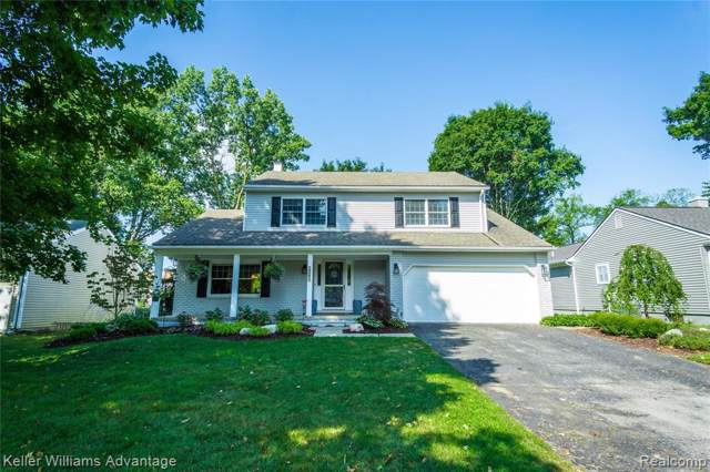 2065 Teaneck Cir, Wixom, MI 48393 (MLS #R219087092) :: The Toth Team